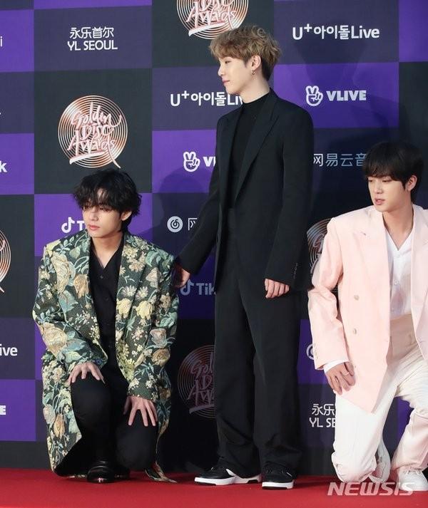 Nghe lý do Jin và Jimin mặc đồ giống nhau, bạn sẽ cảm động rớt nước mắt ảnh 4