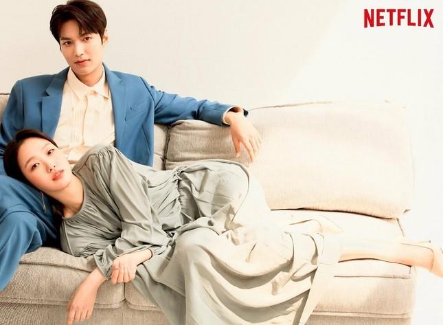Sao Hàn 24H: Lee Min Ho mặt không biến sắc khi ở cạnh Kim Go Eun, tình bể bình với Do Hwan ảnh 1