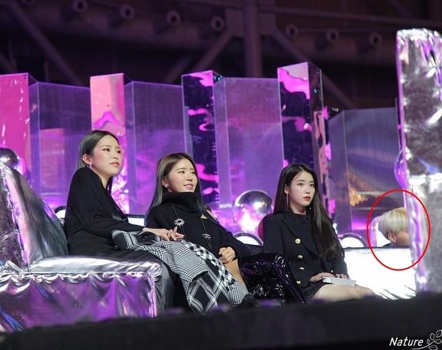Sao Hàn 24H: Oh My Girl hái quả ngọt, Taeyeon đối đầu IU, The Voice trở lại ảnh 3