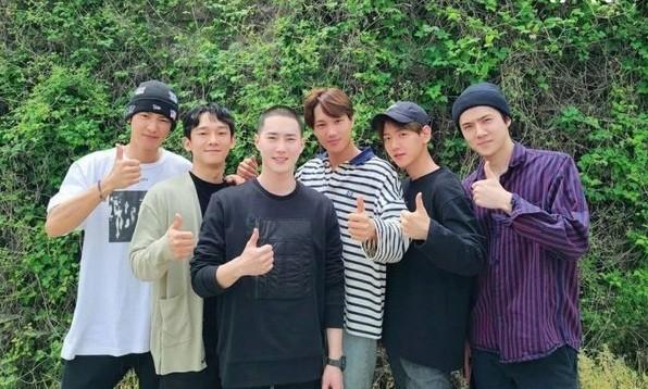 Suho nhập ngũ được một ngày, EXO đã gặp phải kha khá tin đồn bất lợi ảnh 1