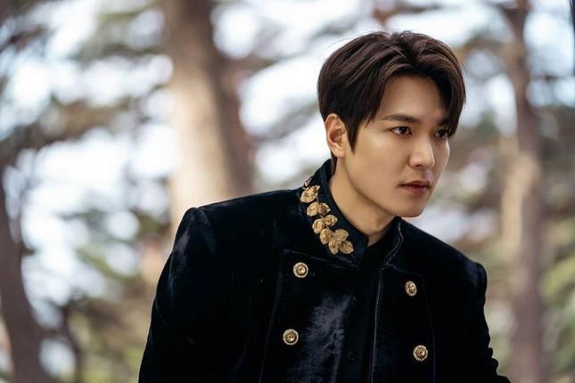 """Nhìn lại thù lao diễn viên Hàn 2020: Lee Min Ho đã """"khủng"""" mà Hyun Bin còn choáng hơn ảnh 1"""