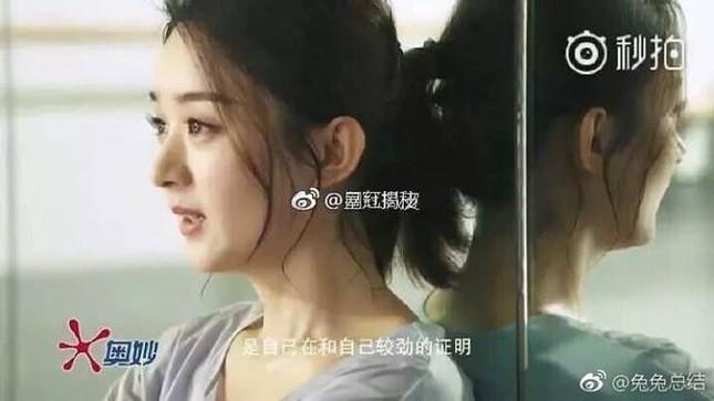 """""""Nữ hoàng làm quá"""" Dương Tử đến quay quảng cáo cũng phải nhờ người đóng thế? ảnh 1"""