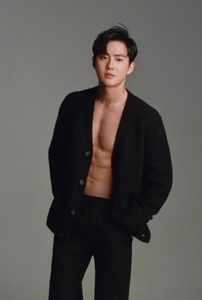 Từ Baekho (NU'EST) đến Jaehyun (NCT) - màn khoe cơ bụng đỉnh cao của các nam thần K-Pop ảnh 11