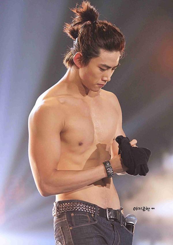 Từ Baekho (NU'EST) đến Jaehyun (NCT) - màn khoe cơ bụng đỉnh cao của các nam thần K-Pop ảnh 12