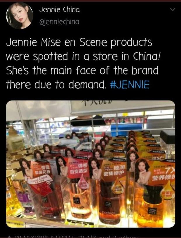 """Góc thấy mà tức: Thêm 1 hãng mỹ phẩm biến BLACKPINK thành nhóm """"Jennie và những người bạn"""" ảnh 4"""