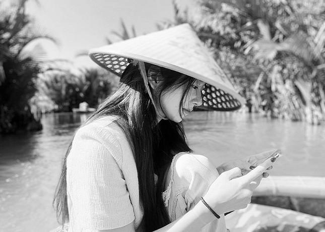 Ngất ngây trước bộ ảnh du lịch Hội An đẹp như chụp tạp chí của Seo Ye Ji ảnh 2