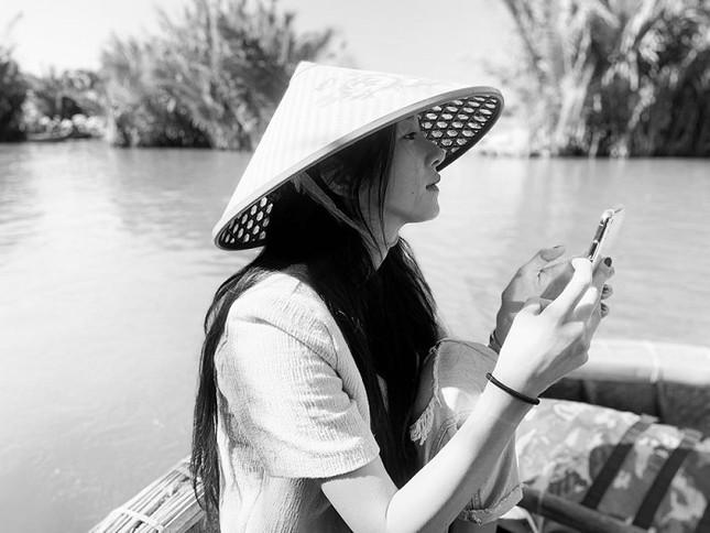 Ngất ngây trước bộ ảnh du lịch Hội An đẹp như chụp tạp chí của Seo Ye Ji ảnh 3