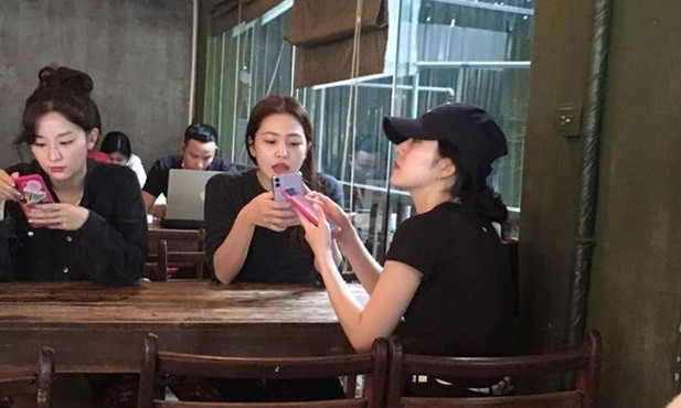 Vì sao Red Velvet đi bộ hơn 30 phút chỉ để uống cà phê ở Việt Nam mà bất thành? ảnh 2