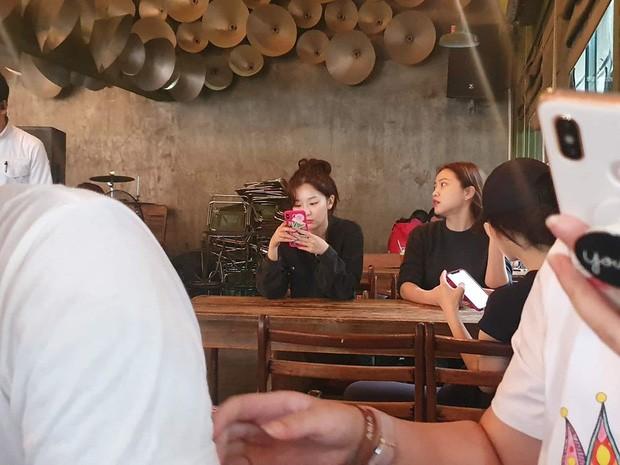 Vì sao Red Velvet đi bộ hơn 30 phút chỉ để uống cà phê ở Việt Nam mà bất thành? ảnh 3