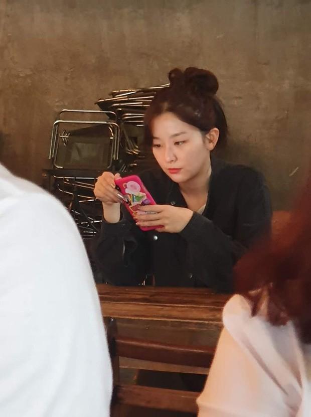 Vì sao Red Velvet đi bộ hơn 30 phút chỉ để uống cà phê ở Việt Nam mà bất thành? ảnh 4
