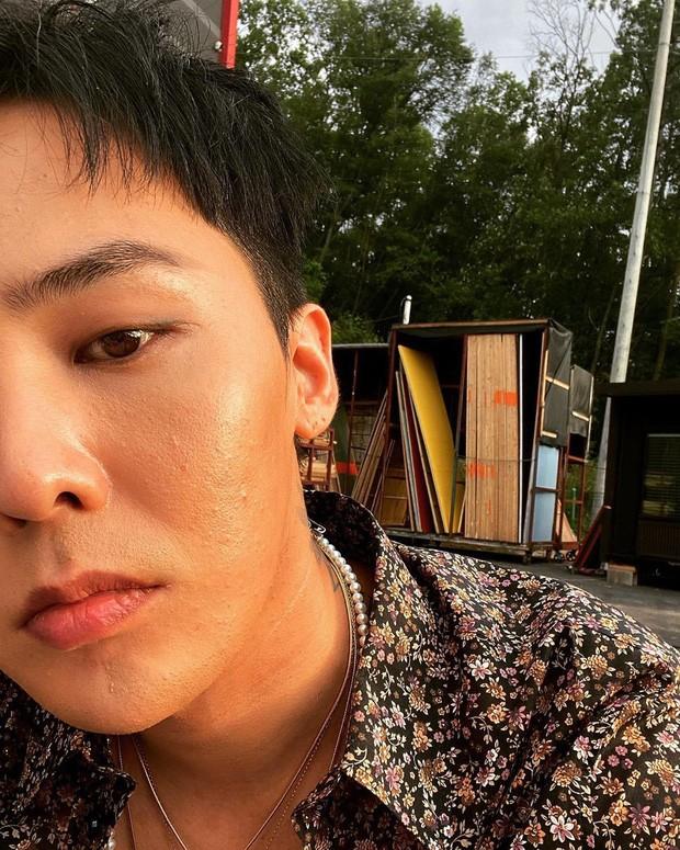 Đỉnh như G-Dragon: Chụp selfie khoe mặt mụn cũng sắp thành xu hướng mới ảnh 1