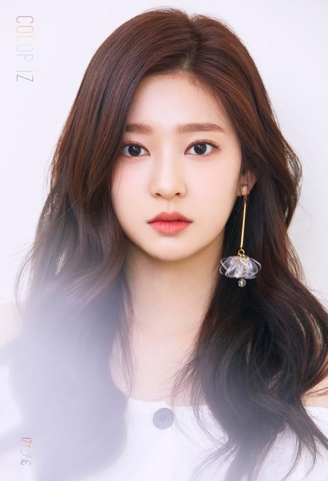 """Đâu chỉ Jang Won Young, Kim Min Joo cũng xứng làm """"Thủy thủ Mặt Trăng"""" của IZ*ONE ảnh 7"""