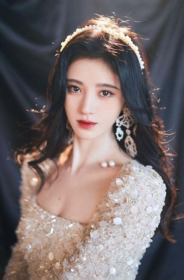 """Nổi tiếng chưa lâu, """"mỹ nữ 4000 năm"""" Cúc Tịnh Y đã liên tục bị tố mắc bệnh ngôi sao ảnh 4"""