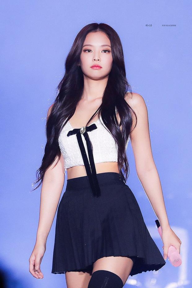 Thế nào là bờ vai đẹp chuẩn trong mắt người Hàn? Nhìn Jennie (BLACKPINK) là biết! ảnh 4