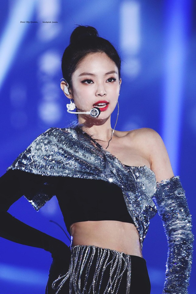 Thế nào là bờ vai đẹp chuẩn trong mắt người Hàn? Nhìn Jennie (BLACKPINK) là biết! ảnh 5