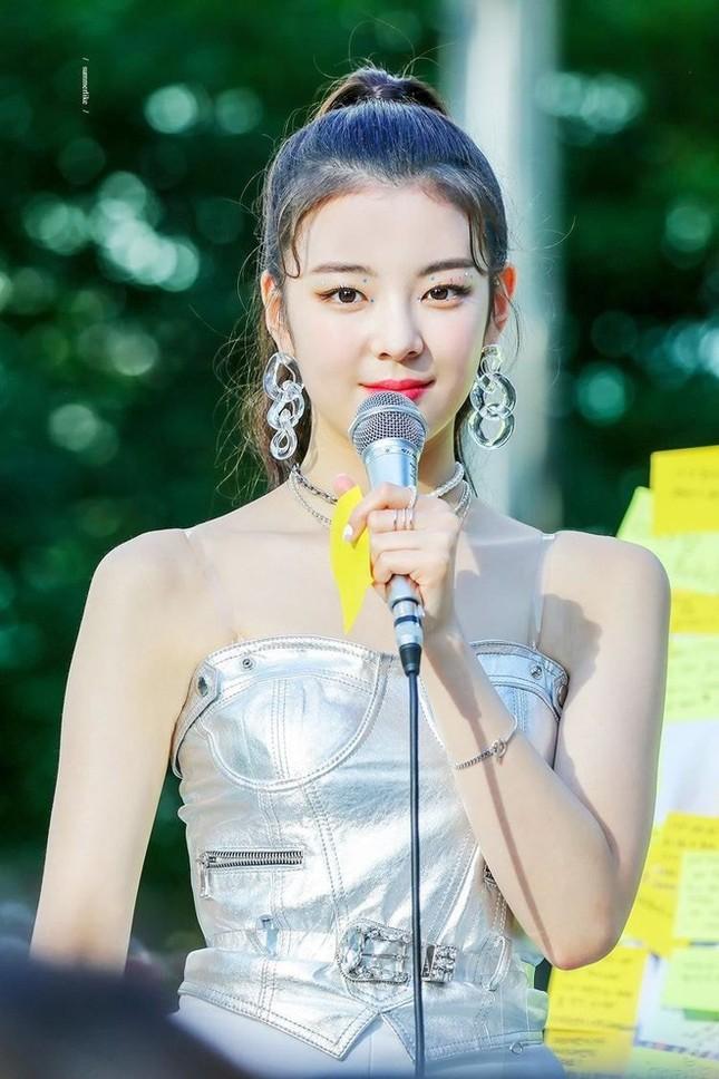 Thế nào là bờ vai đẹp chuẩn trong mắt người Hàn? Nhìn Jennie (BLACKPINK) là biết! ảnh 9
