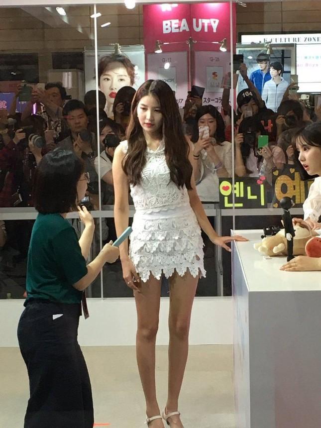 Không phải Sooyoung (SNSD), đây mới là idol nữ sở hữu đôi chân dài nhất K-Pop! ảnh 9