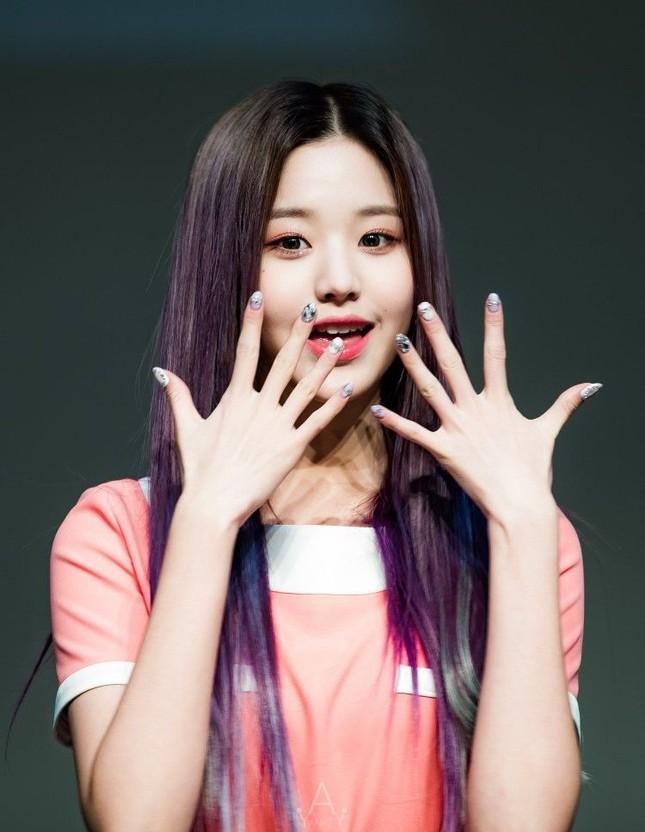 """Ngoài chân dài như """"Thủy thủ Mặt Trăng"""", Jang Won Young (IZ*ONE) còn có 2 bàn tay cực phẩm ảnh 8"""