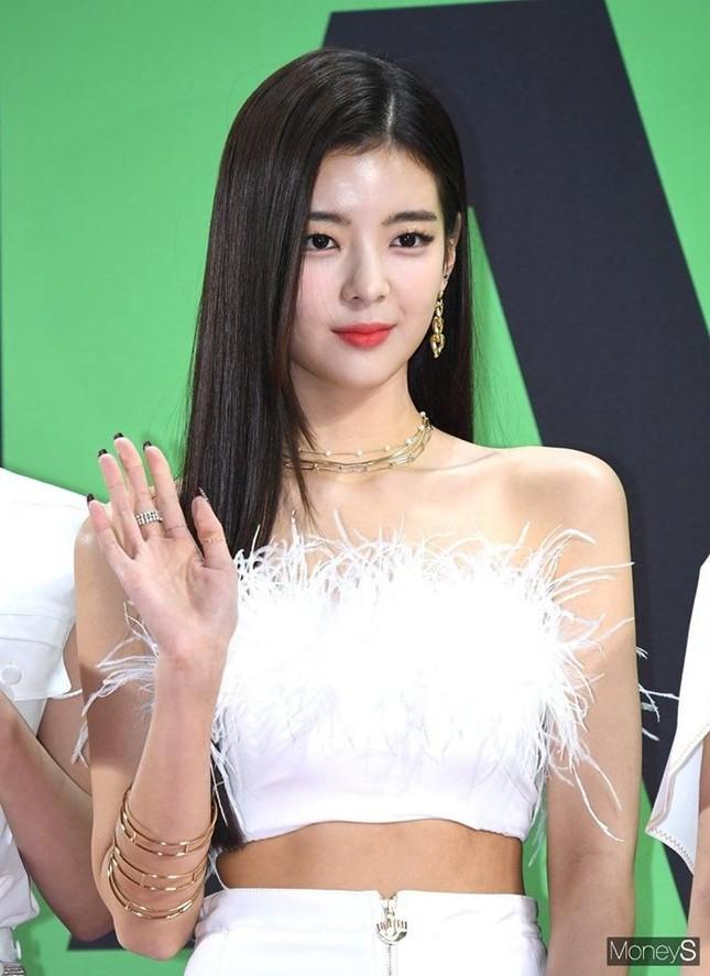 Netizen xứ Hàn quan tâm đến cả khuôn đầu của idol và đây là cô gái được khen nhiều nhất ảnh 3