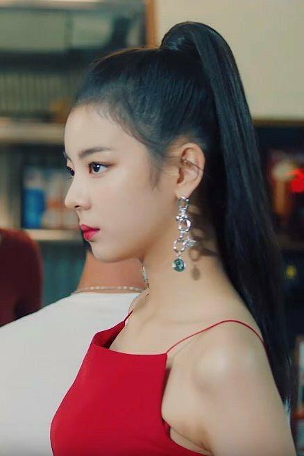Netizen xứ Hàn quan tâm đến cả khuôn đầu của idol và đây là cô gái được khen nhiều nhất ảnh 7