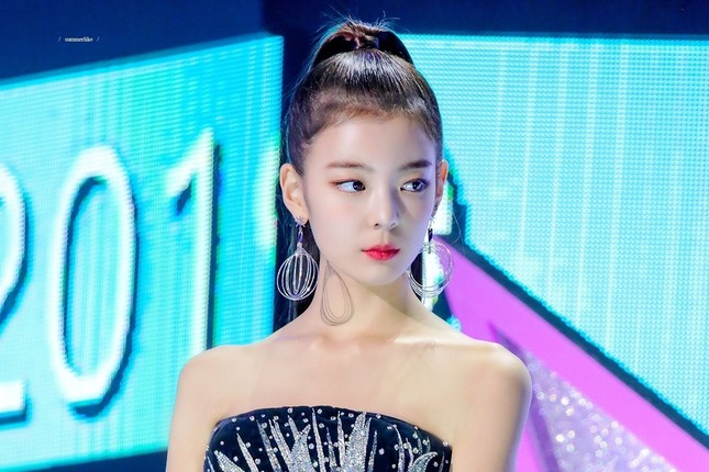 Netizen xứ Hàn quan tâm đến cả khuôn đầu của idol và đây là cô gái được khen nhiều nhất ảnh 4