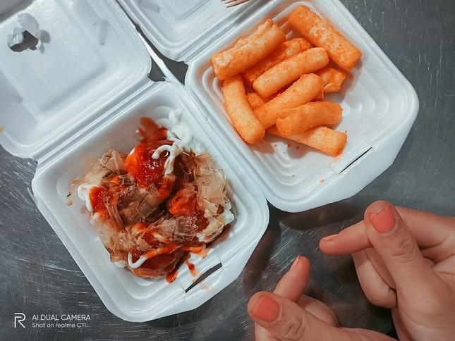 300K ăn hết món ngon khu ẩm thực Xóm Chiếu, bạn thử chưa? ảnh 7