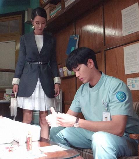 Liên tục đụng hàng mỹ nhân châu Á nhưng Seo Ye Ji vẫn thắng thế nhờ phối đồ cao tay ảnh 2