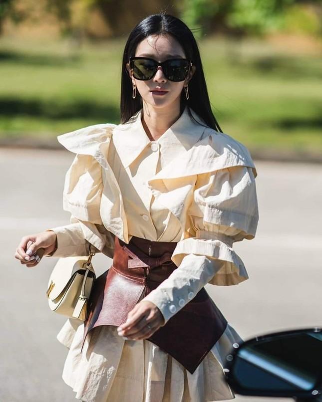 """Trên phim ít đeo kính mát nhưng """"Điên Thì Có Sao"""" vừa hết, Seo Ye Ji đã làm điều này ảnh 1"""