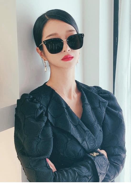 """Trên phim ít đeo kính mát nhưng """"Điên Thì Có Sao"""" vừa hết, Seo Ye Ji đã làm điều này ảnh 2"""