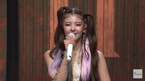 Nhìn kiểu tóc mới khó đỡ của ITZY mà netizen chỉ muốn sa thải ngay stylist công ty JYP ảnh 4