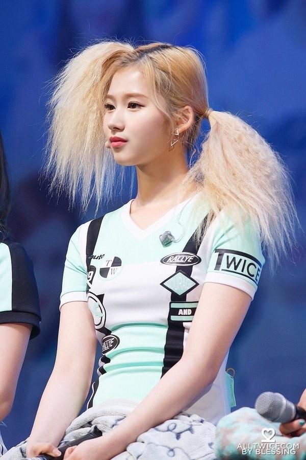 Nhìn kiểu tóc mới khó đỡ của ITZY mà netizen chỉ muốn sa thải ngay stylist công ty JYP ảnh 6