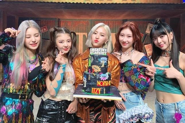 Nhìn kiểu tóc mới khó đỡ của ITZY mà netizen chỉ muốn sa thải ngay stylist công ty JYP ảnh 1
