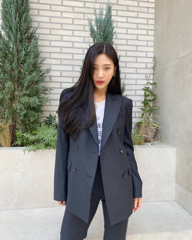Chiếc áo thun này có gì bất thường mà khiến Joy (Red Velvet) bị chỉ trích dữ dội? ảnh 2