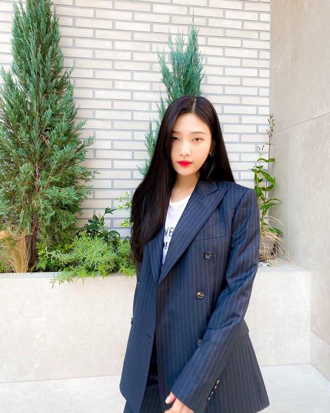 Chiếc áo thun này có gì bất thường mà khiến Joy (Red Velvet) bị chỉ trích dữ dội? ảnh 4