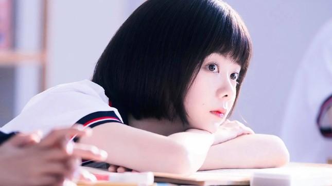 """Vì sao các """"nữ thần thanh xuân"""" phim Hoa ngữ đều chọn kiểu tóc quen thuộc này? ảnh 1"""