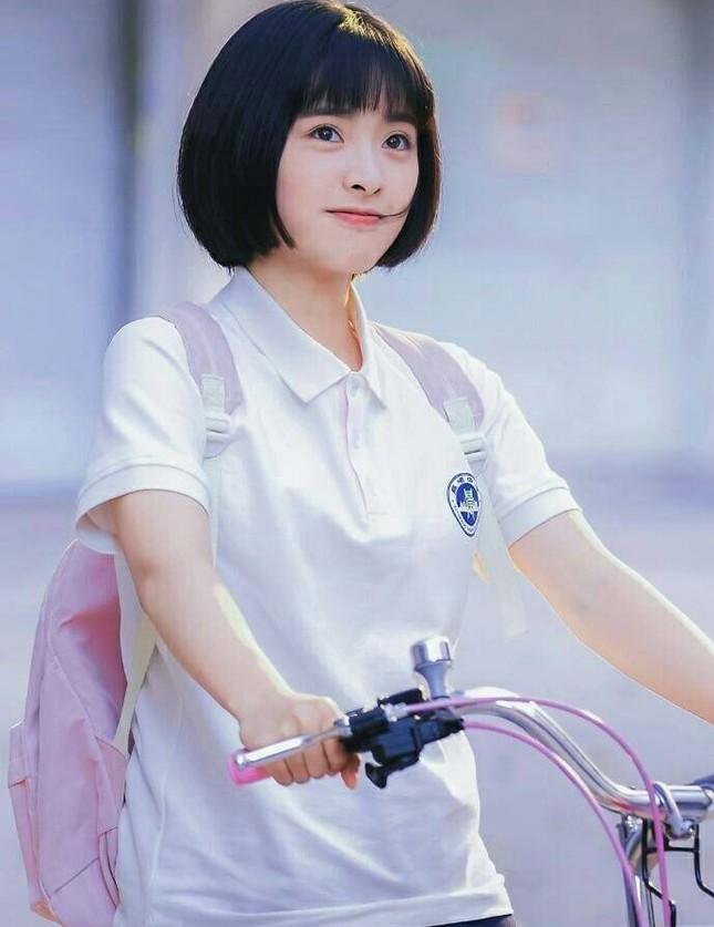 """Vì sao các """"nữ thần thanh xuân"""" phim Hoa ngữ đều chọn kiểu tóc quen thuộc này? ảnh 5"""