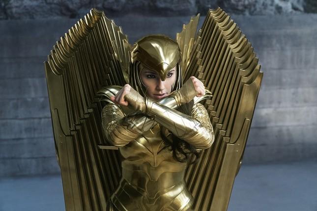 Wonder Woman 1984 không dời lịch chiếu: Nữ thần chiến binh xử đẹp cô bạn xấu tính ảnh 3