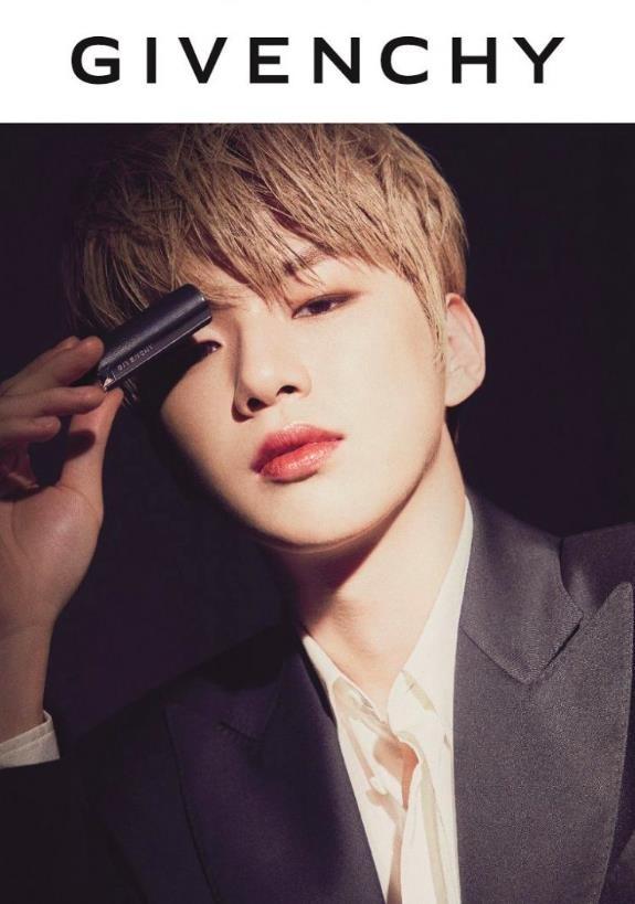 Không phải các mỹ nhân K-Pop, nam idol mới là người mẫu quảng cáo mỹ phẩm đắt hàng ảnh 2