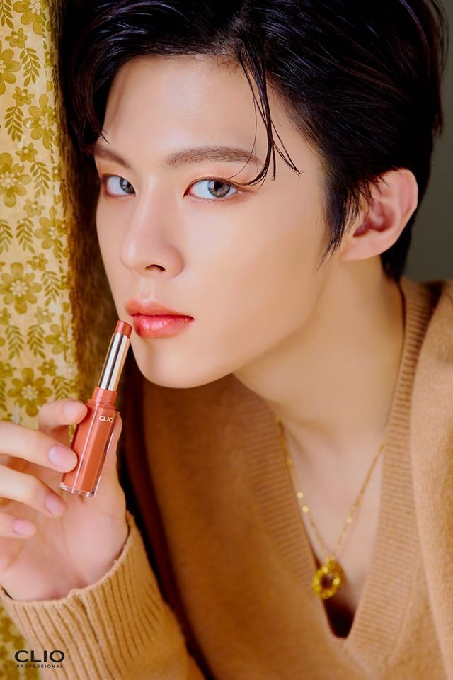 Không phải các mỹ nhân K-Pop, nam idol mới là người mẫu quảng cáo mỹ phẩm đắt hàng ảnh 1
