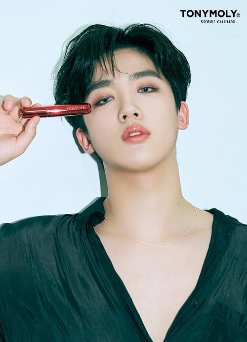 Không phải các mỹ nhân K-Pop, nam idol mới là người mẫu quảng cáo mỹ phẩm đắt hàng ảnh 3