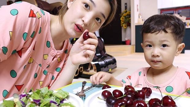 """Bí quyết giảm 30kg của """"bà mẹ trẻ nhất K-Pop"""": Tưởng không dễ mà dễ không tưởng ảnh 4"""
