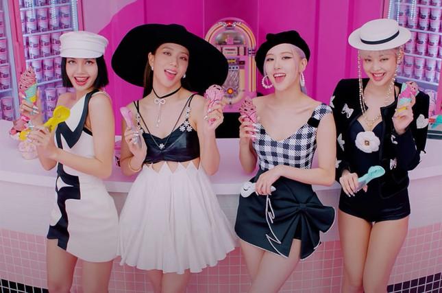 """Không chỉ hát ít nhất nhóm, Rosé (BLACKPINK) còn phải mặc lại đồ cũ trong """"Ice Cream""""? ảnh 1"""