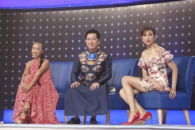 Liên tục chịu bất tiện vì váy ngắn nhưng do đâu sao Việt chưa dùng chiếc chăn thần thánh? ảnh 4