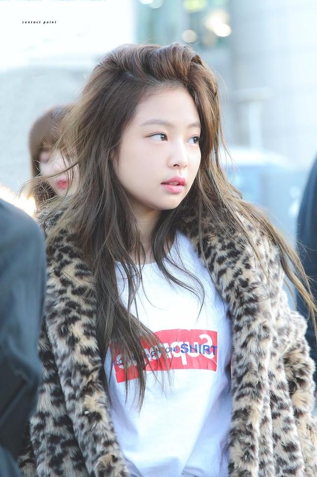 Jennie (BLACKPINK) - nữ idol đầu tiên tự tin khoe mặt mộc lên sân khấu ca nhạc? ảnh 1