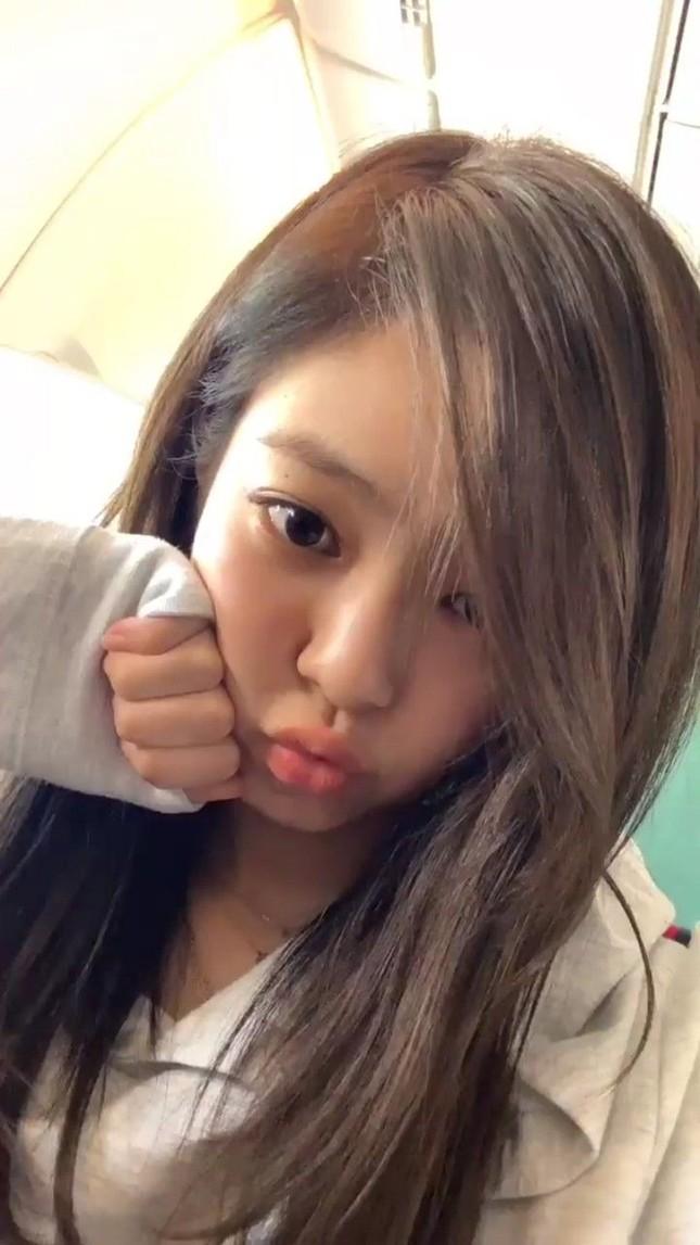 Jennie (BLACKPINK) - nữ idol đầu tiên tự tin khoe mặt mộc lên sân khấu ca nhạc? ảnh 7