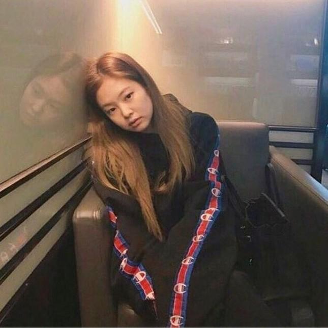 Jennie (BLACKPINK) - nữ idol đầu tiên tự tin khoe mặt mộc lên sân khấu ca nhạc? ảnh 5