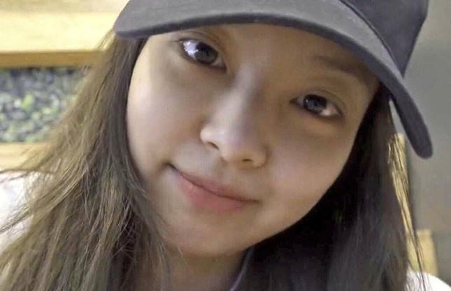 Jennie (BLACKPINK) - nữ idol đầu tiên tự tin khoe mặt mộc lên sân khấu ca nhạc? ảnh 8