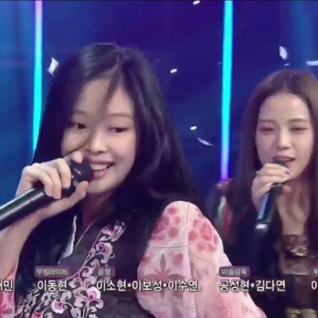 Jennie (BLACKPINK) - nữ idol đầu tiên tự tin khoe mặt mộc lên sân khấu ca nhạc? ảnh 3