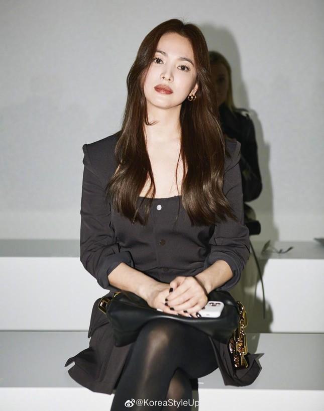 Ngược đời như Song Hye Kyo: Danh tiếng hạng A mà style hàng ngày như diễn viên quần chúng ảnh 1