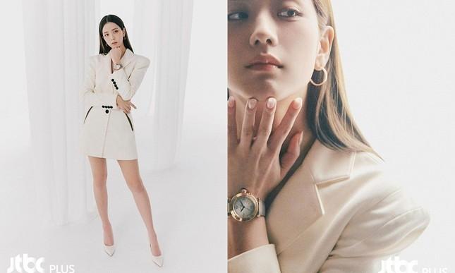Cùng chụp ảnh quảng cáo trang sức nhưng Rosé có phần trội hơn Jisoo vì hai lý do này ảnh 4